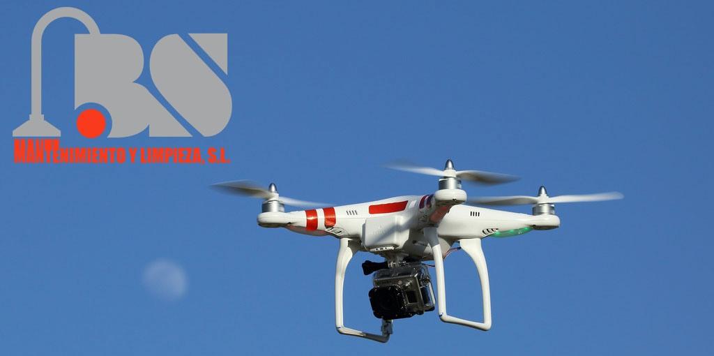 El sector de del mantenimiento y limpieza aumenta sus posibilidades gracias a la nueva ley de drones