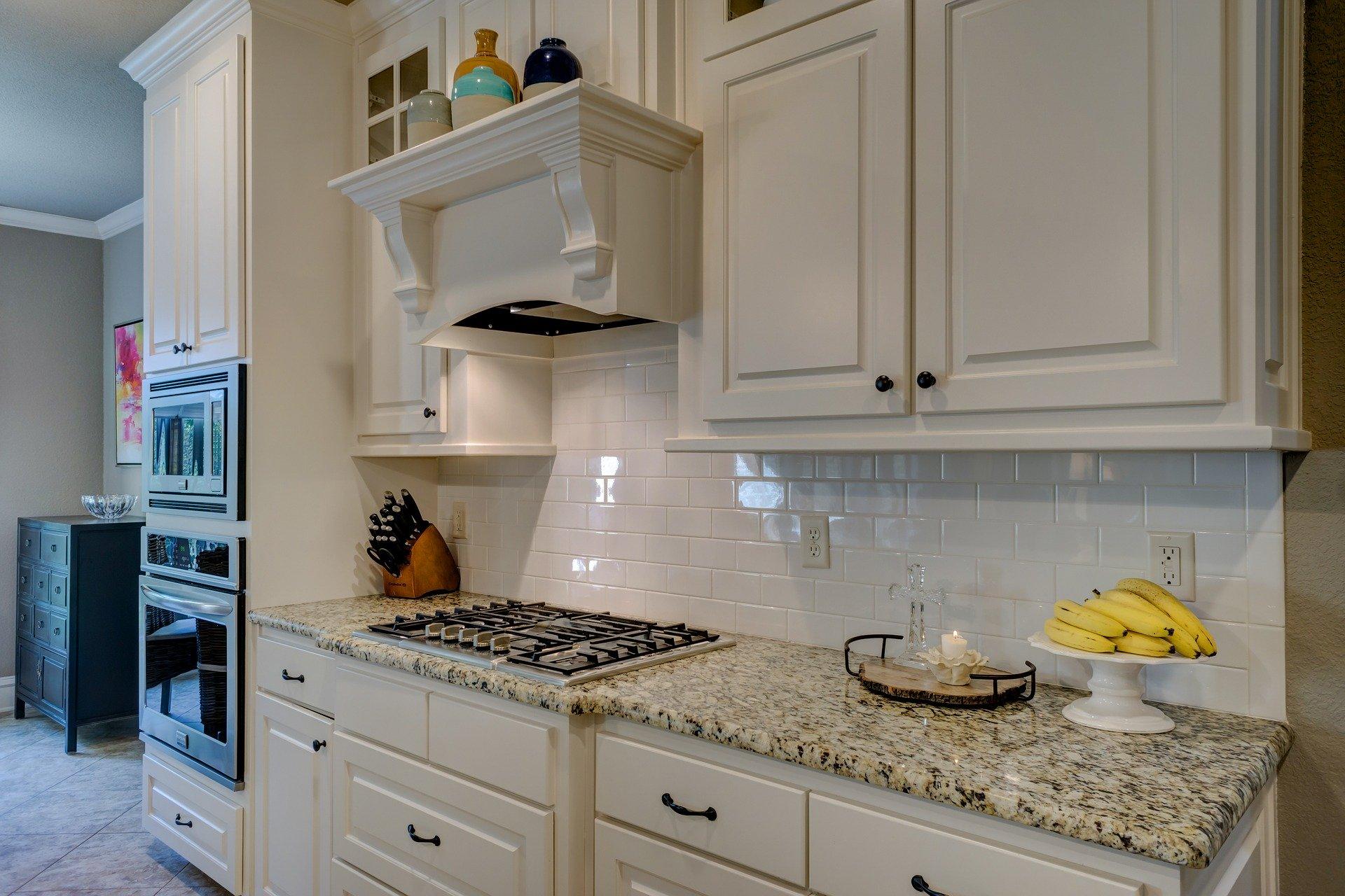 ¿Cuál es la mejor forma de limpiar el horno a fondo?